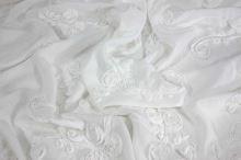 Šifón biely, našitý vzor ruží, š.140 (130)