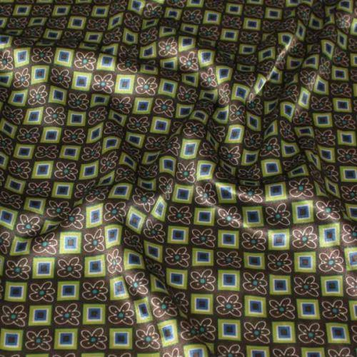 Satén hnědý, barevný vzor, š.145