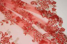 Tyl červený s výšivkou a čipkovanými okrajmi, š.130