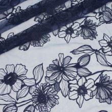 Tyl tmavě modrý, květinová výšivka, š.130/150