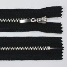 Zip kovový 4mm chrom délka 18cm, barva 332
