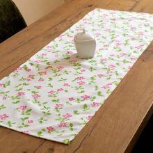 Štola krémová, růžové květy s lístečky, 40x100 cm