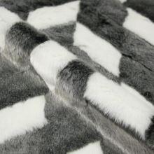Kožušina šedo-biela, cikcak vzor, š.155