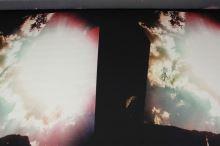 Satén čierny, farebné mraky, š.145