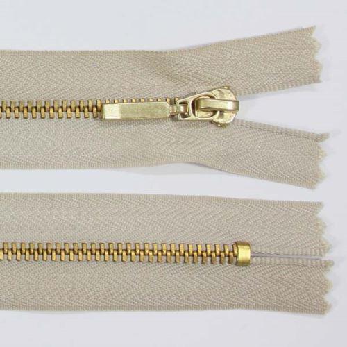 Zip kovový 4mm mosaz délka 14cm, barva 307