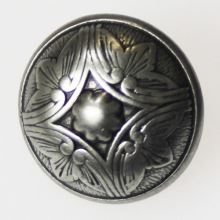 Knoflík stříbrný květ K28-7, průměr 18 mm.
