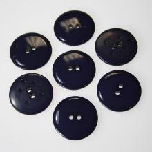 Gombík tmavo fialový K40-4, priemer 25 mm.