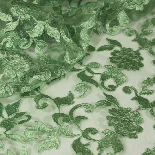 Tyl svetlo zelený, výšivka, š.130