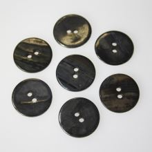 Knoflík perleťový tmavý K32-11, průměr 20 mm.