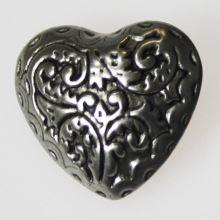 Knoflík stříbrný K0-1, srdce, průměr 28 mm.