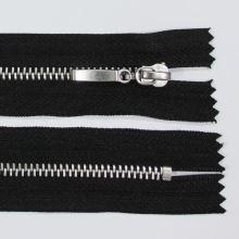 Zip kovový 4mm chrom délka 16cm, barva 332