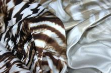 Satén animal, hnedo-biely perutýn, š.150