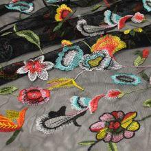 Vyšívaný tyl černý, barevné květy, š.150