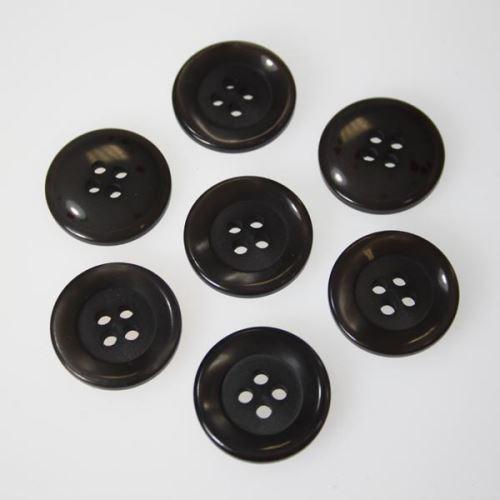 Knoflík šedohnědý K32-1, průměr 20 mm.