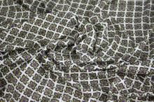 Úplet krémový, zelenofialové čtverce, š.145