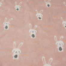 Fleece světle meruňkový, bílý zajíček, š.145