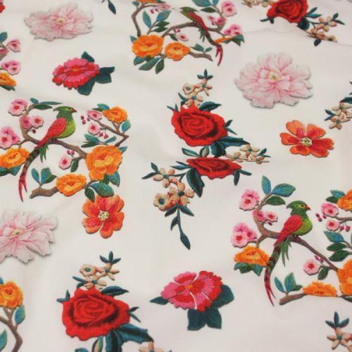 Bavlna bílá, barevný květinový vzor, š.140