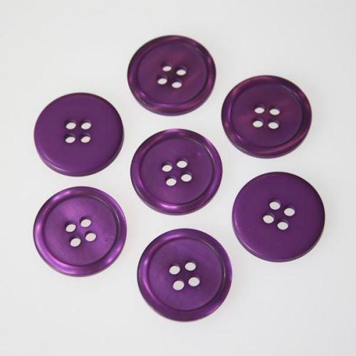 Knoflík fialový K32-5, průměr 20 mm.