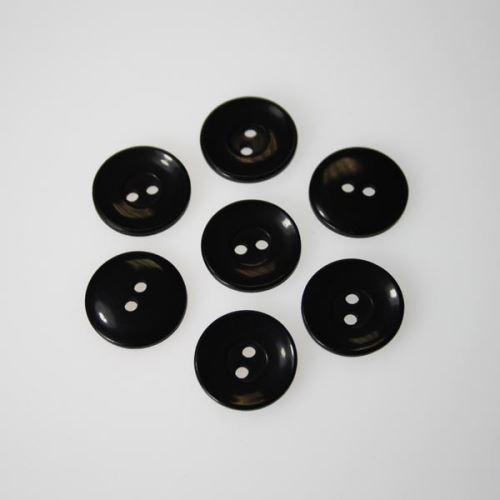 Gombík čierny K28-9, priemer 18 mm.