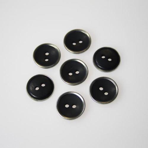 Gombík čierny s kovovým okrajom K24-2, priemer 15 mm.