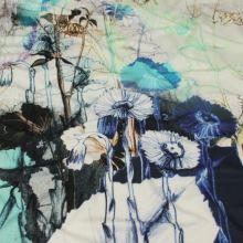Úplet smotanovo-šedý, modré kvety, bordúra, š.145