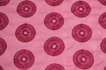 Taft ružový, výšivka kolesá š.145