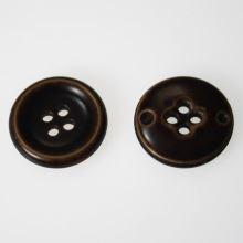 Knoflík tmavě hnědý K40-3, průměr 25 mm.