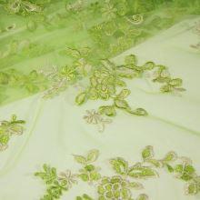 Tyl zelený s výšivkou a krajkovými okraji, š.130
