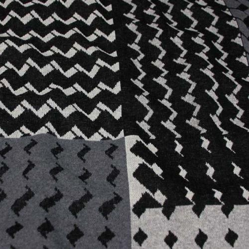 Úplet 18679, šedo-čierny vzor, š.145