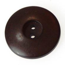 Gombík hnedý K32-8, priemer 20 mm.