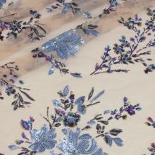 Vyšívaný tyl tělový, světle modrý flitrový květ, š.130/145