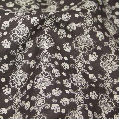 Košeľovina hnedá, krémový kvet š.145