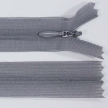 Zip skrytý šatový 3mm délka 18cm, barva 528