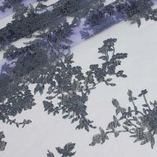 Tyl fialový, šedá výšivka, š.140