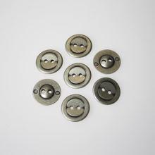 Gombík strieborný K28-4, priemer 18 mm.
