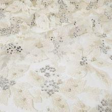 Vyšívaný tyl krémový, květy, perličky, kamínky, š.135